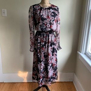 Vince Camuto 🛩 floral dress size M